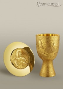 # 147/584 CONTEMPORARY CHALICE SET WITH PATEN
